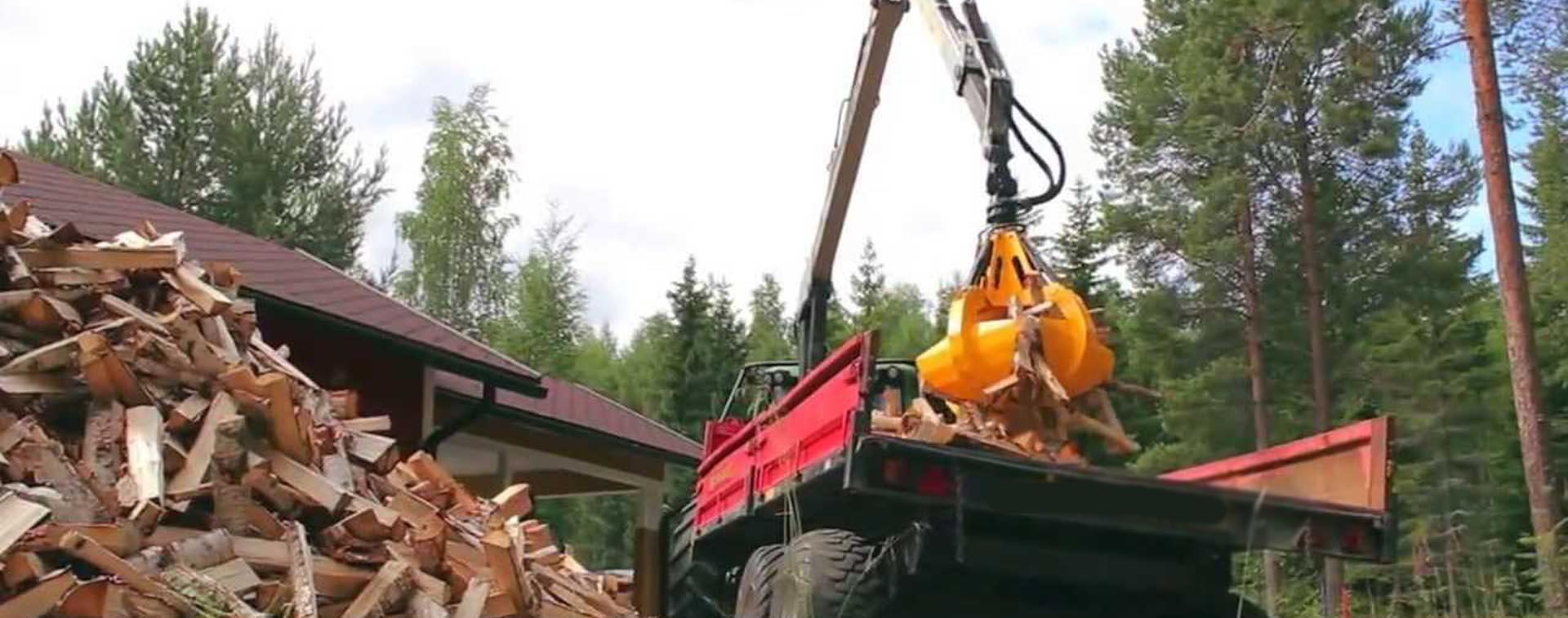 log timber grabs bucket